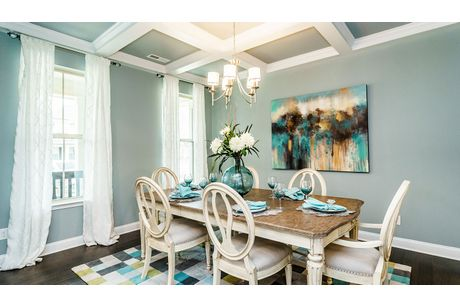 Dining-in-Stonefield-at-Mackintosh on the Lake–Single Family-in-Burlington