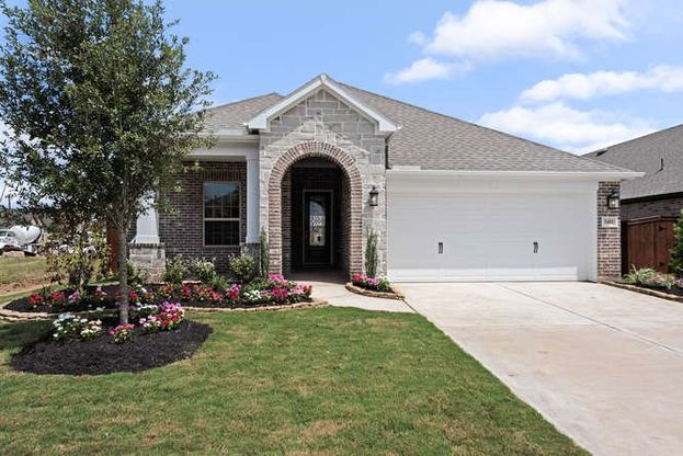 Exterior:beautiful curb appeal with upgraded landscaping
