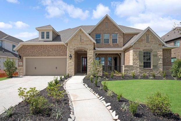 Exterior:Front Courtyard Home!