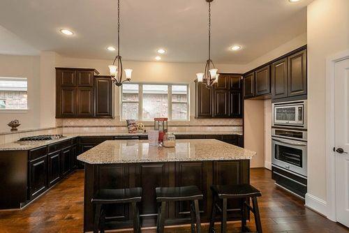 Kitchen-in-Clayson-at-Jordan Ranch 70'-in-Fulshear