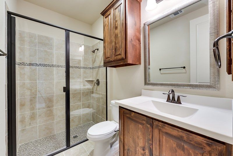 Bathroom-in-Weidman II-at-Prairie Oaks-in-Argyle