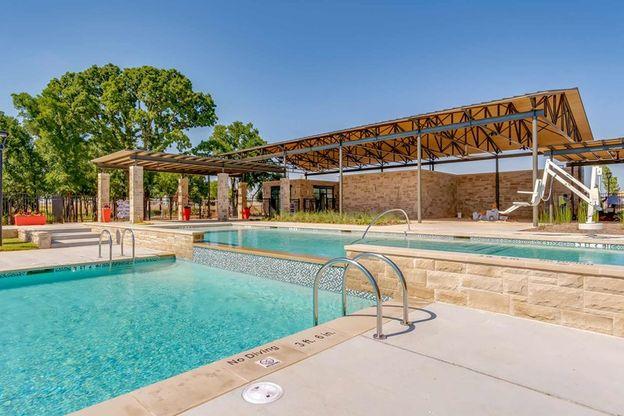 Prairie Oaks - Pool