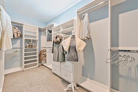 Closet-in-Residence 350i-at-The Highlands-in-Clovis