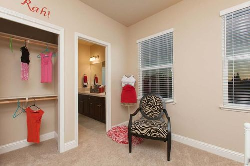 Study-in-Residence 350i-at-RidgeView-in-Clovis