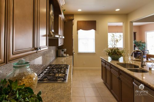 Kitchen-in-Residence 320i-at-RidgeView-in-Clovis