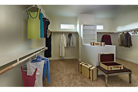 Closet-in-Residence 320i-at-RidgeView-in-Clovis
