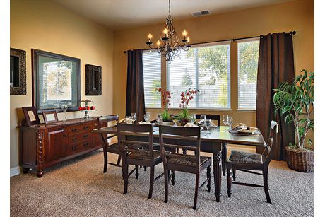 Dining-in-Residence 320i-at-RidgeView-in-Clovis