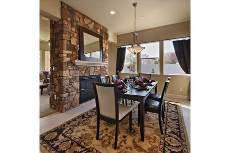 Dining-in-Residence 185i-at-RidgeView-in-Clovis