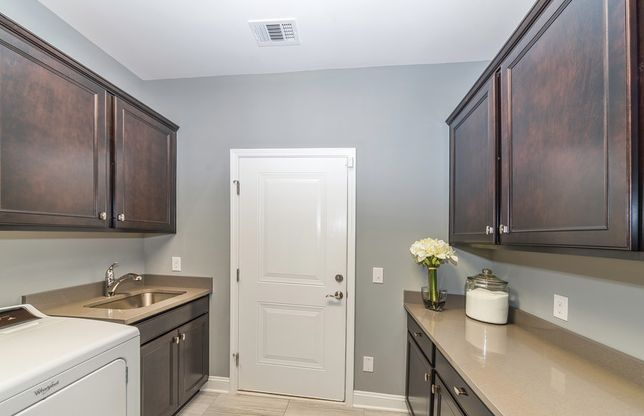 Dunwoody Way:Spacious Laundry Room