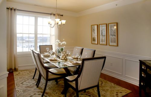 Dining-in-Innsbrook-at-Chauncy Lake-in-Westborough