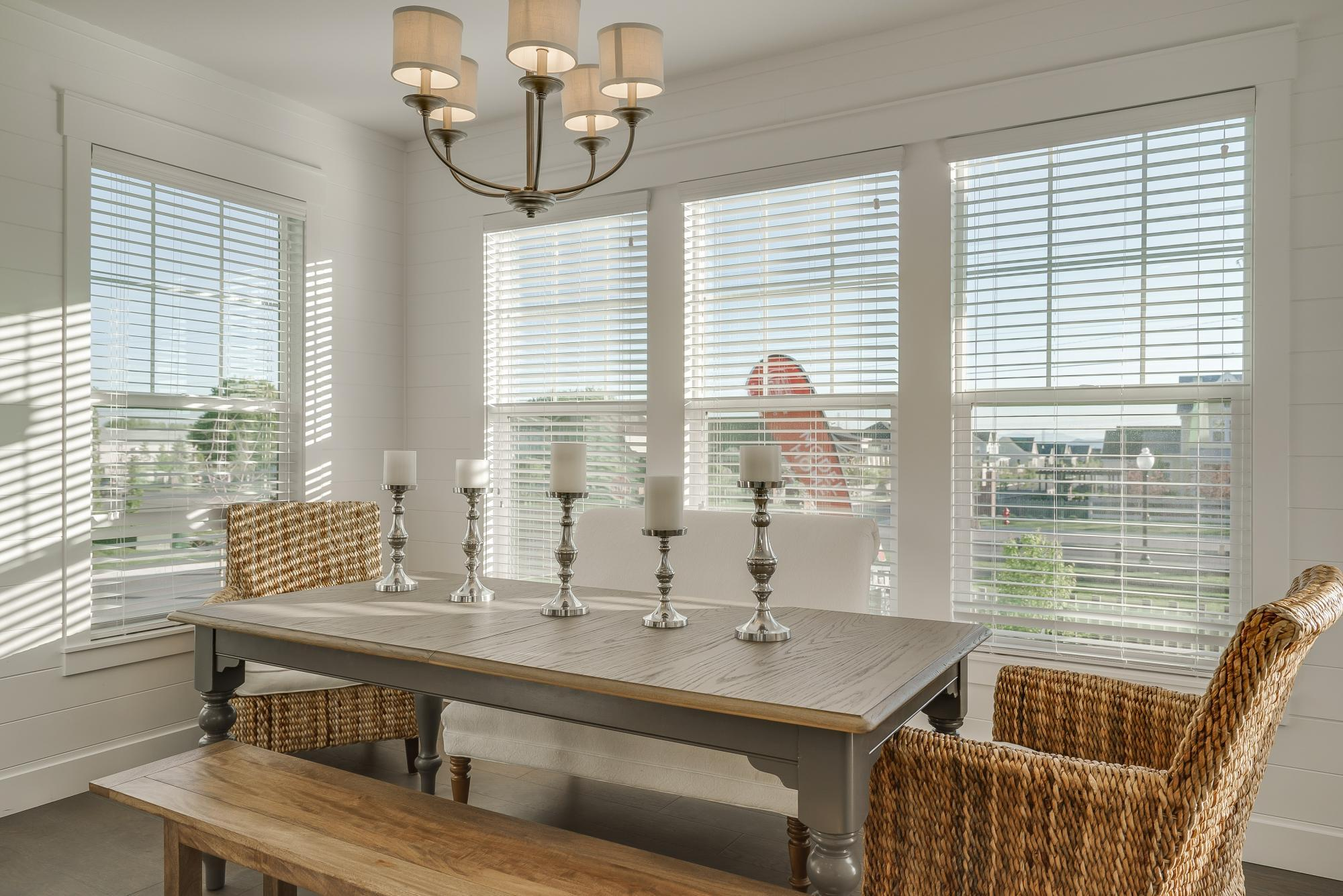 Dining-in-Linden-at-Hill Farms-in-Kaysville