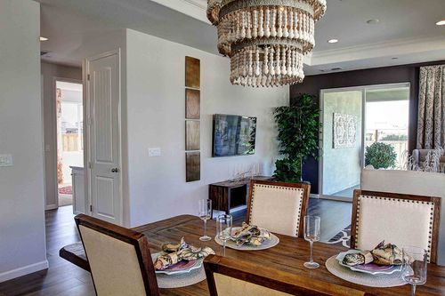 Dining-in-Hudson-at-Meadow Brook Ranch-in-Chico