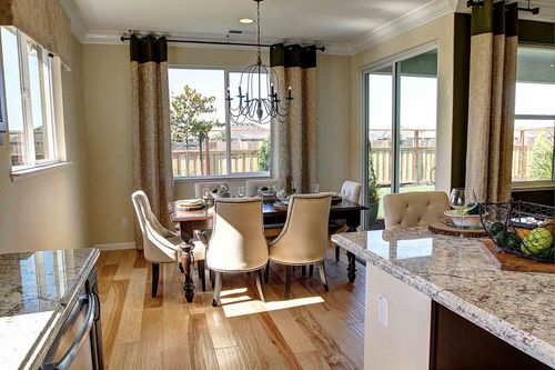 Dining-in-Parker-at-Meadow Brook Ranch-in-Chico