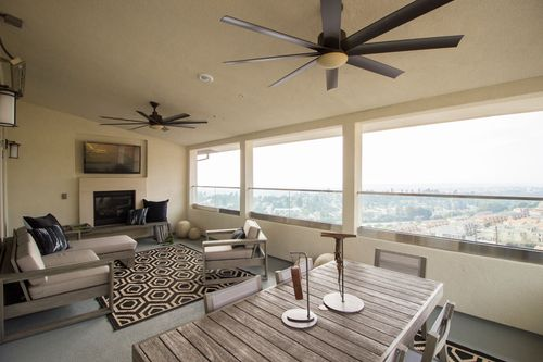 Greatroom-in-Penthouse-at-Skyview-in-Oakland