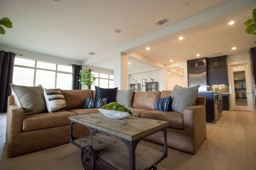 Greatroom-and-Dining-in-Penthouse-at-Skyview-in-Oakland