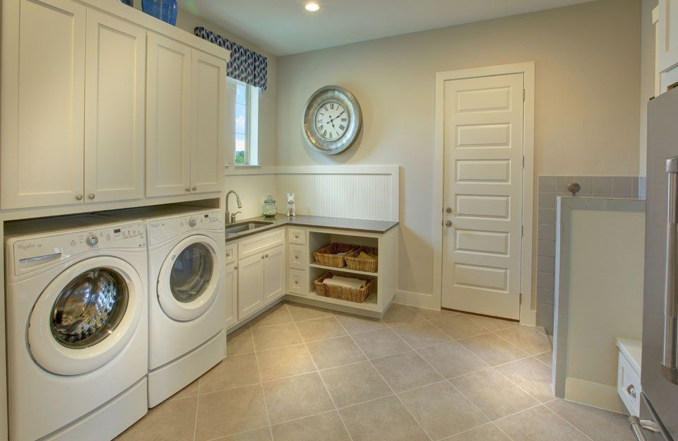Laundry-in-Colinas II-at-Rocky Creek-in-Austin
