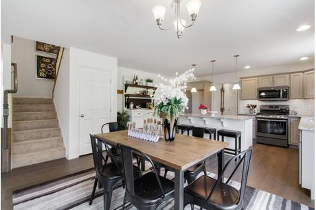 Dining-in-EV - Brentwood-at-Eagles View-in-York