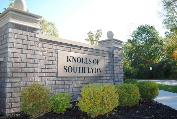 The Knolls of South Lyon:Community Monument
