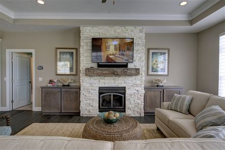 Greatroom-in-Verona-at-Fairway Estates at Catawba Island Club-in-Port Clinton