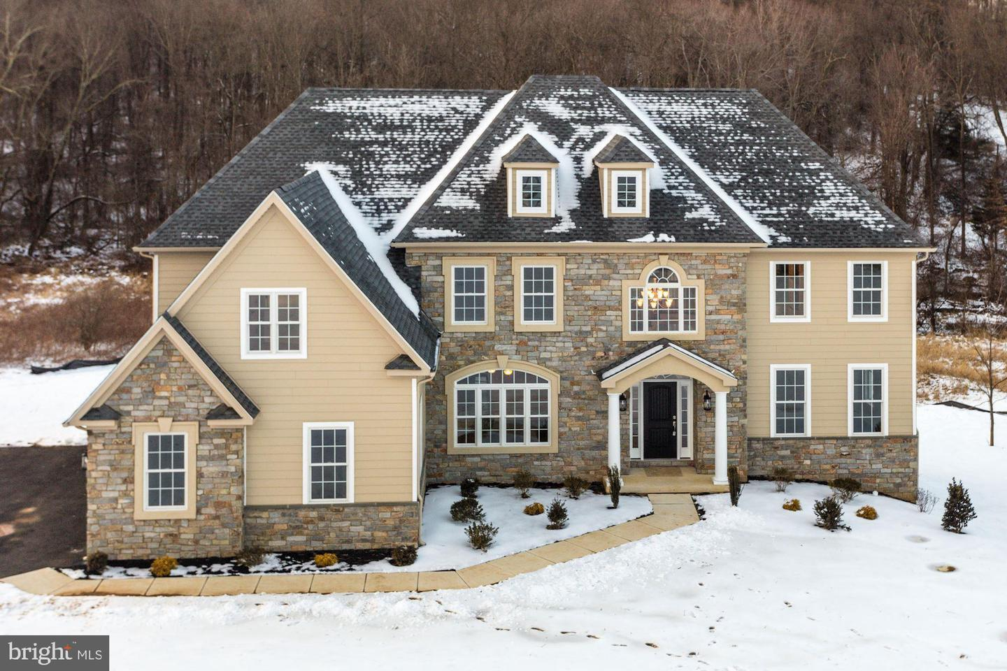 Exterior featured in the Manchester By The Estates at Oldman's Creek in Philadelphia, NJ