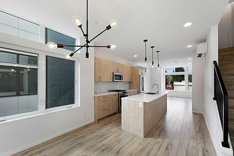 Kitchen-in-5450A-at-Foundry Square-in-Seattle