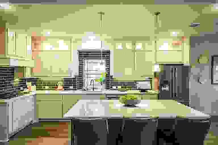 44182917-200603.jpg
