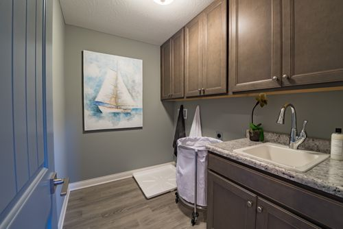 Laundry-in-Grandin-at-Meadow Glen-in-Independence