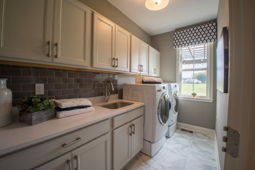 Laundry-in-Mitchell-at-Lexington Run - Derby Place-in-Batavia