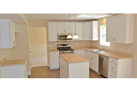 Kitchen-in-Stafford II-at-COUNTRY CLUB ESTATES-in-Reading