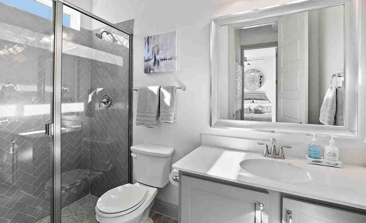 Tahiti - Secondary Bathroom