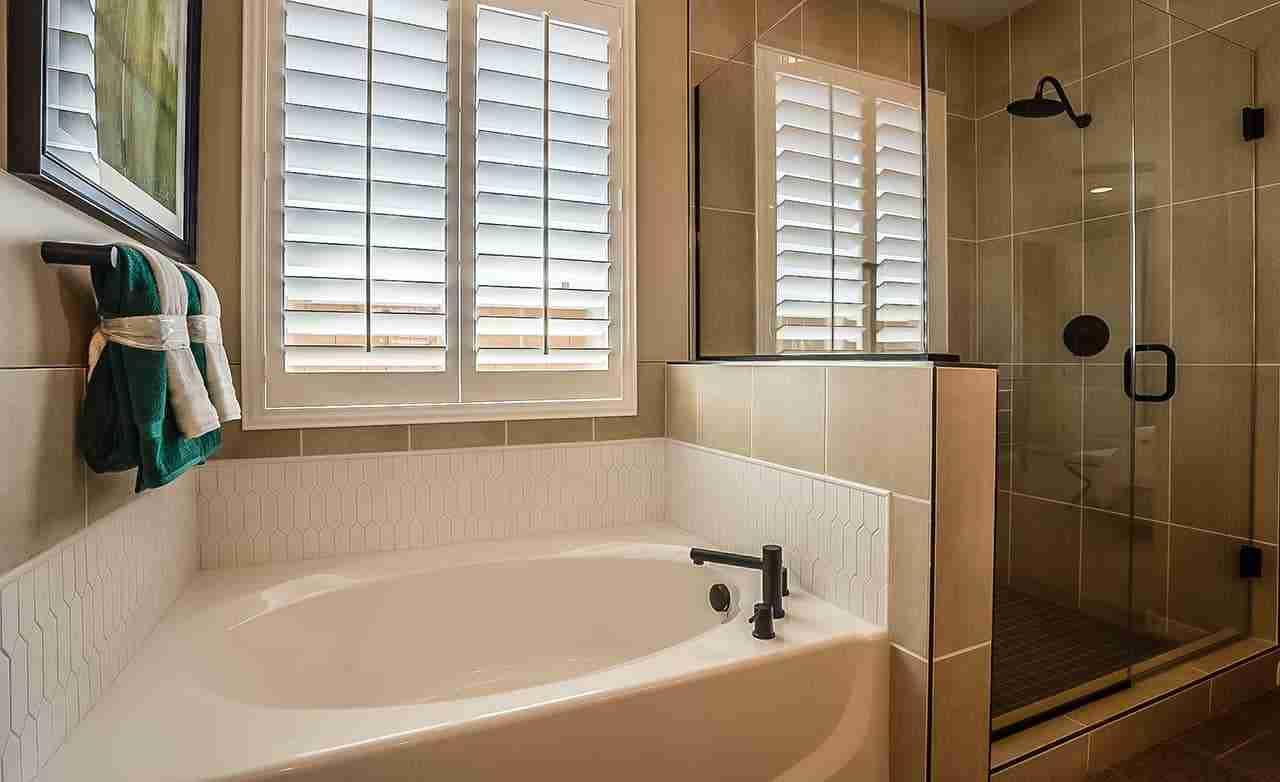 Bluebell - Owner's Bathroom