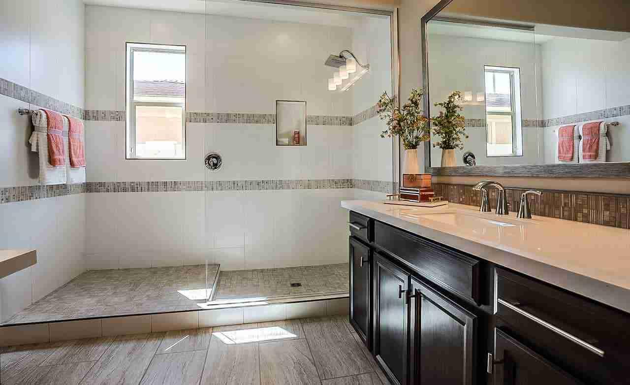 Belice - Owner's Bathroom