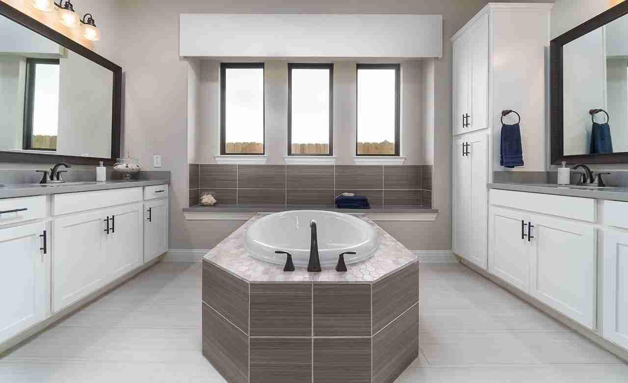 Villanova - Master Bathroom