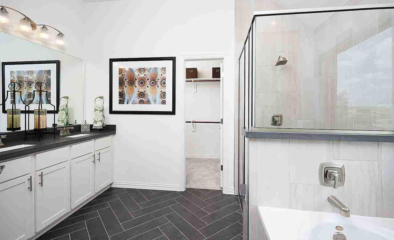 Palm - Master Bathroom