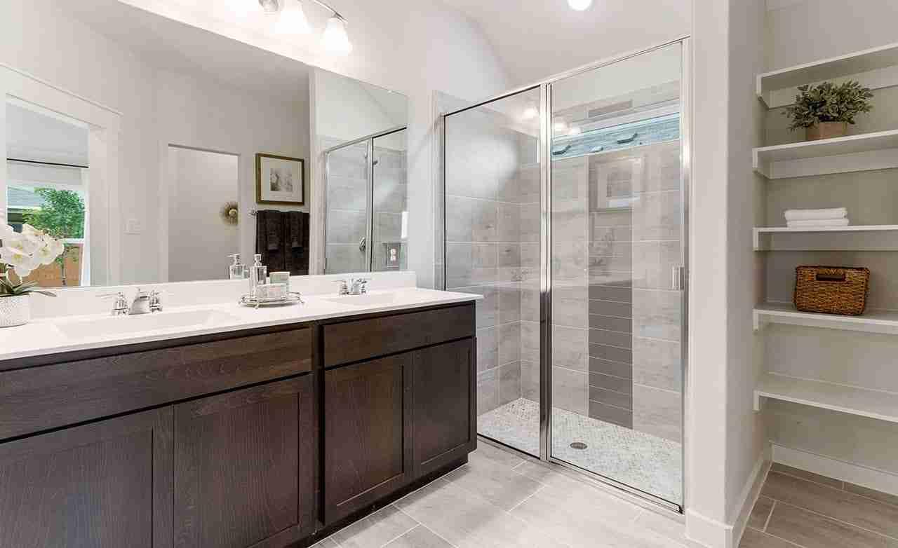 Kimbell - Master Bathroom