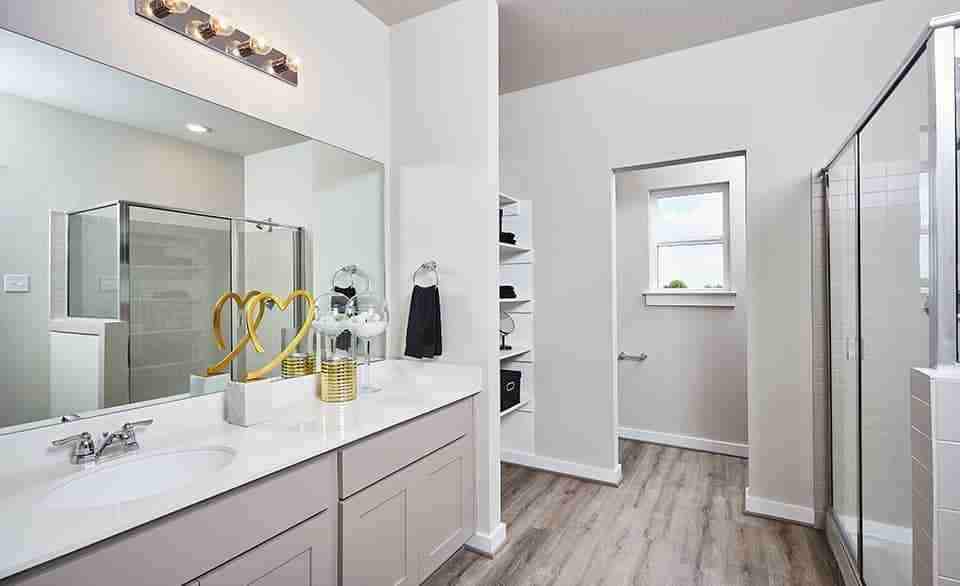 Acadia E – Master Bathroom
