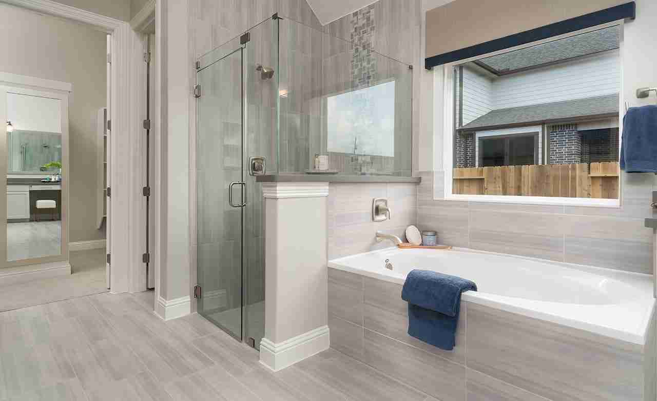 Juniper – Master Bathroom