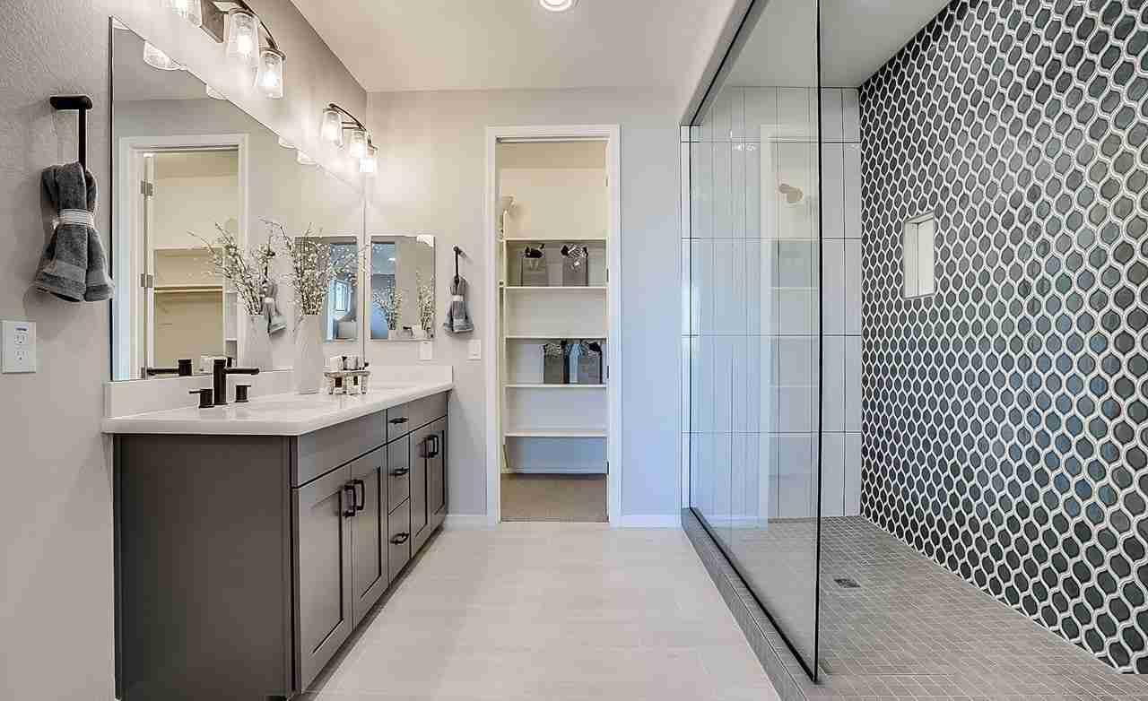 Clover - Owner's Bathroom