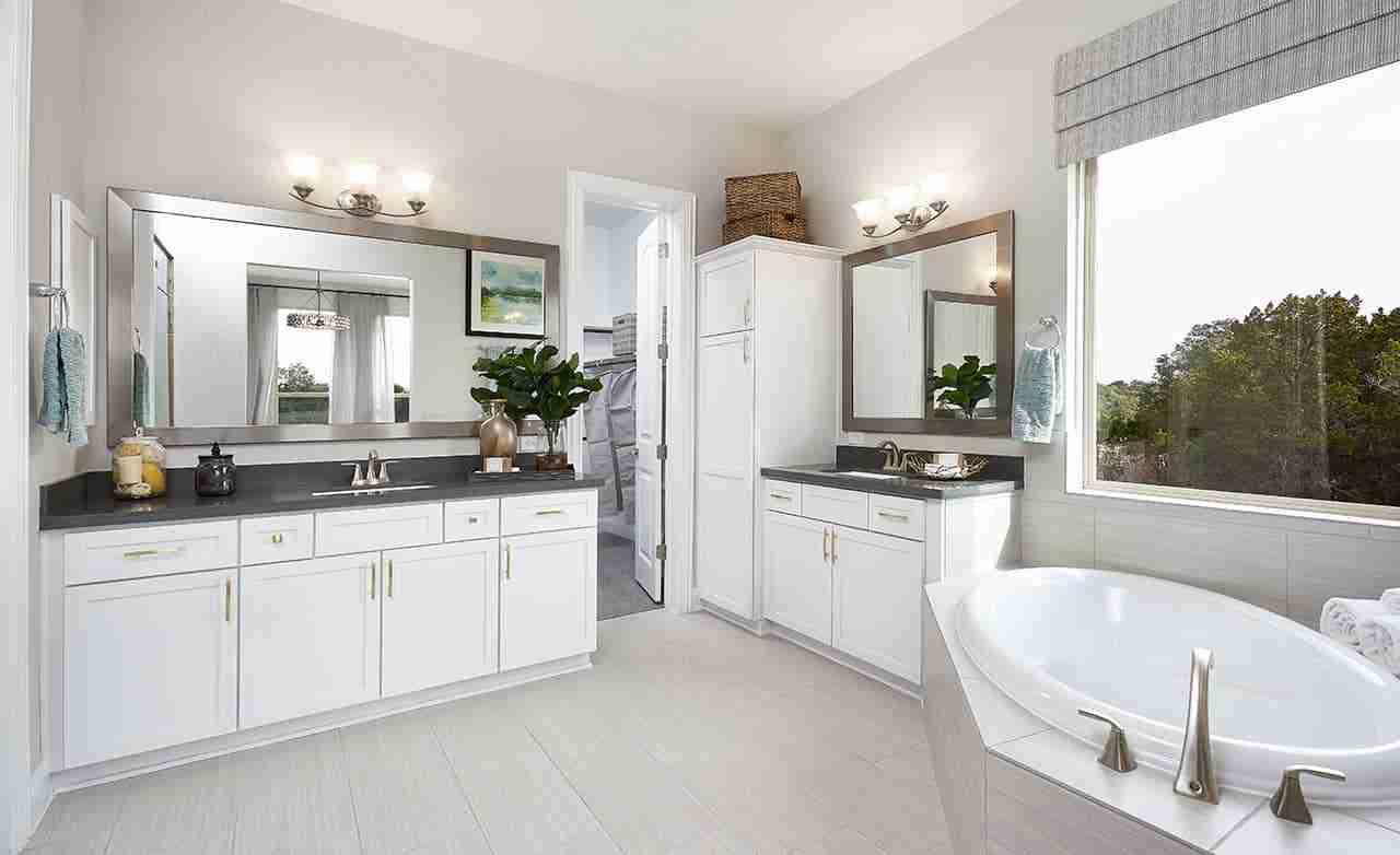 Princeton – Master Bathroom
