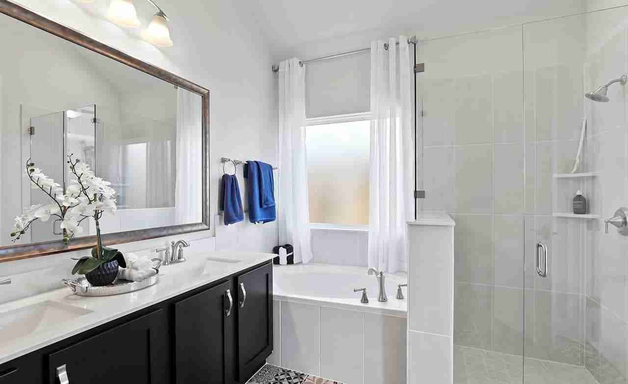 Laurel – Master Bathroom
