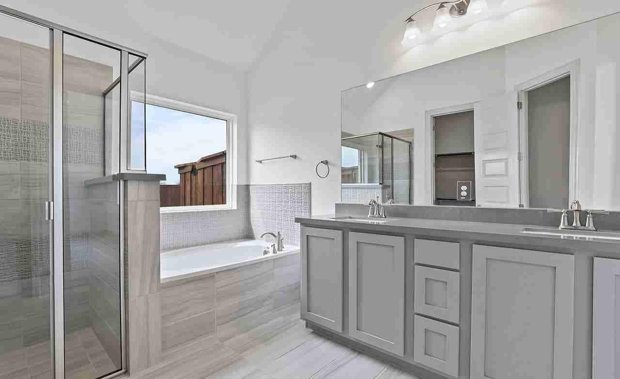 Oleander – Master Bathroom
