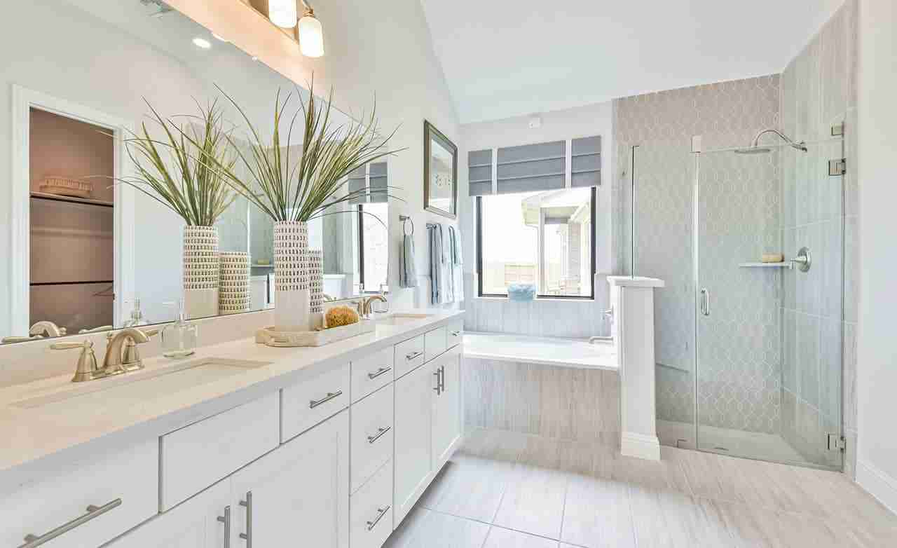Oleander – Master Bathroom