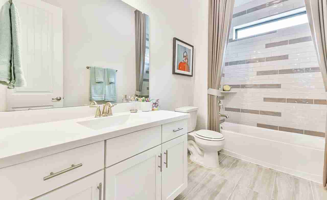 Oleander – Secondary Bathroom