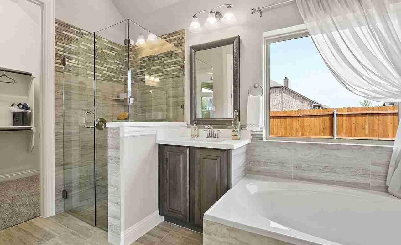 Juniper – Master Bathroom