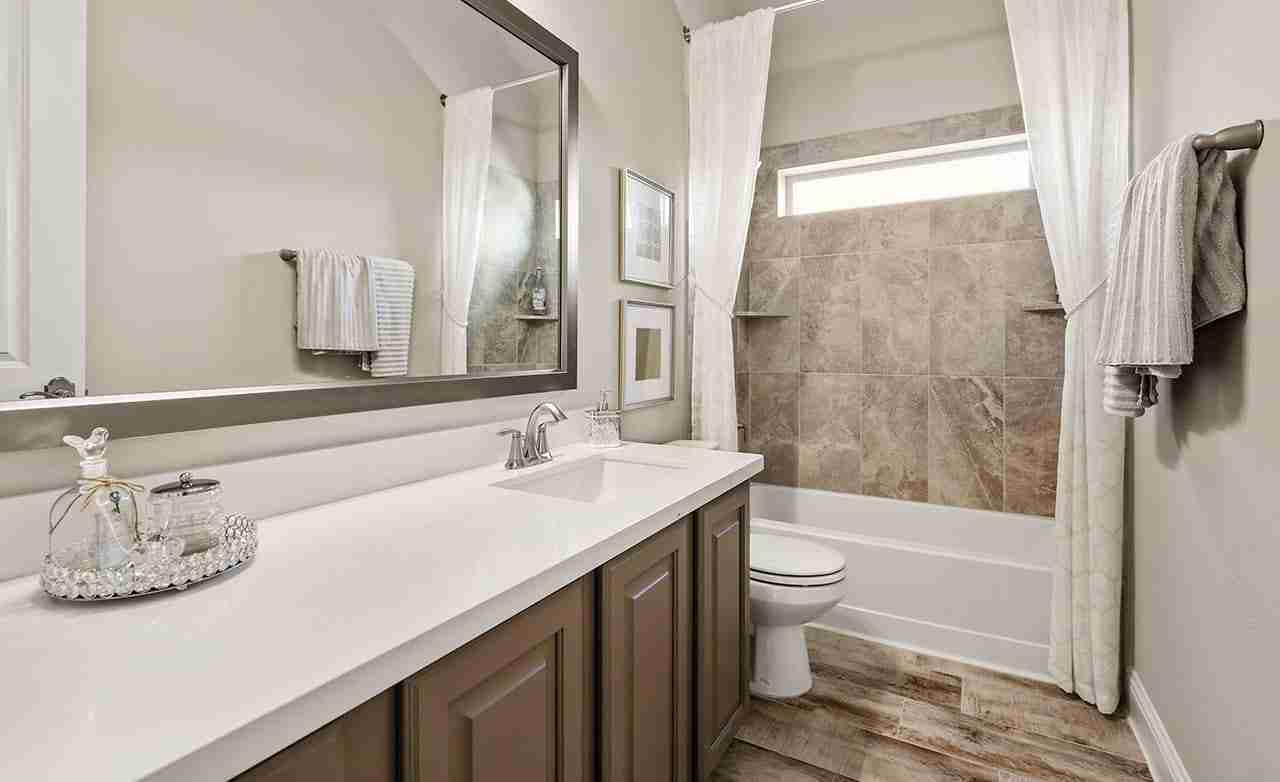 Juniper – Secondary Bathroom
