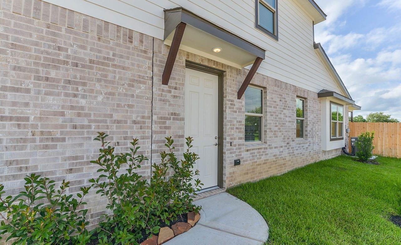Exterior featured in the Townhome Series - Yosemite F By Gehan Homes in Houston, TX
