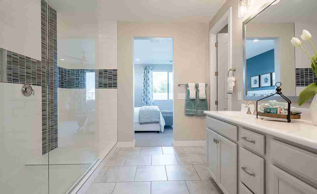 Clover – Owner's Bathroom