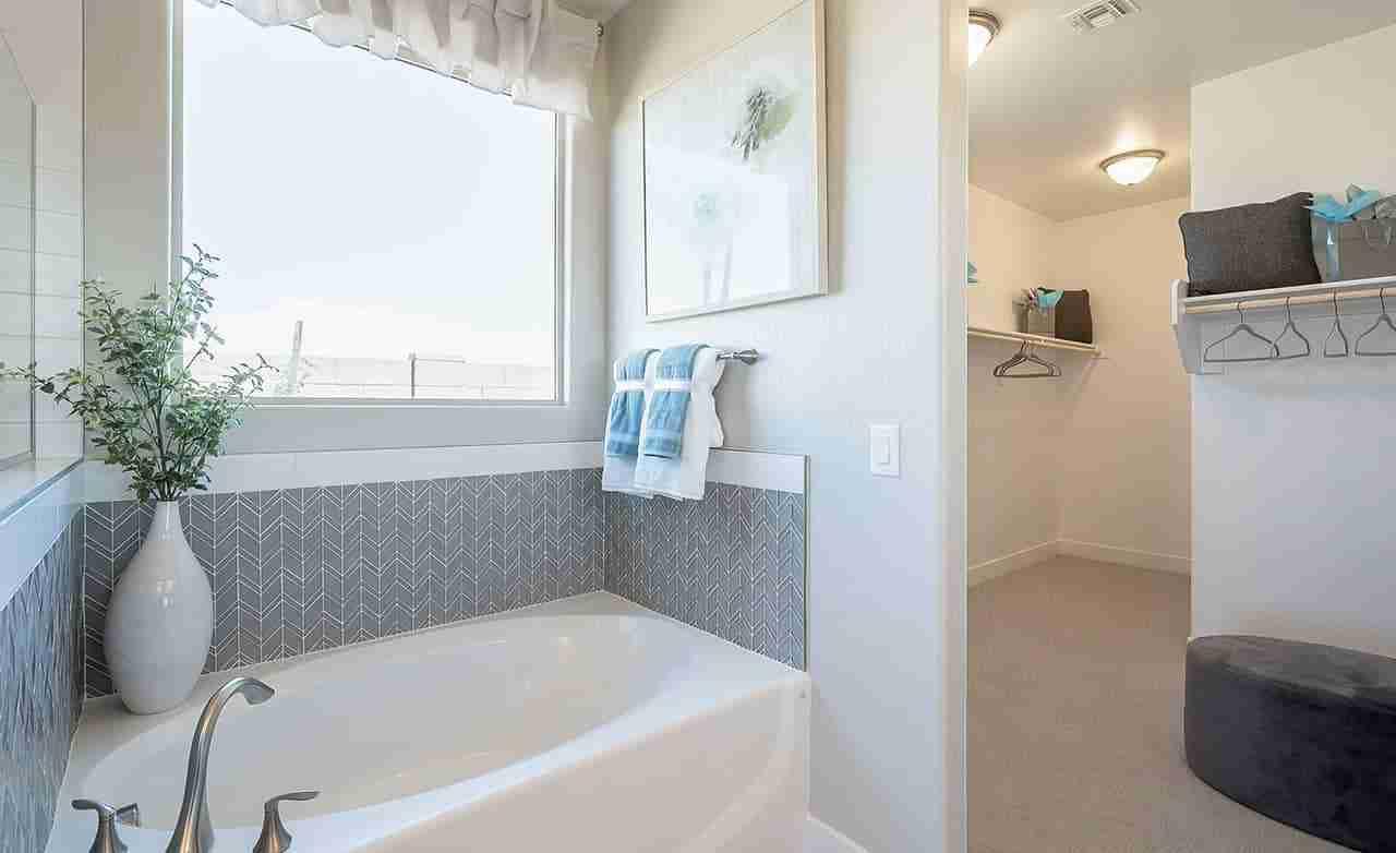 Bluebell – Owner's Bathroom
