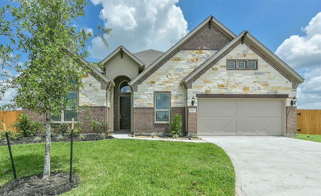 Exterior featured in the Classic Series - Villanova By Gehan Homes in Houston, TX