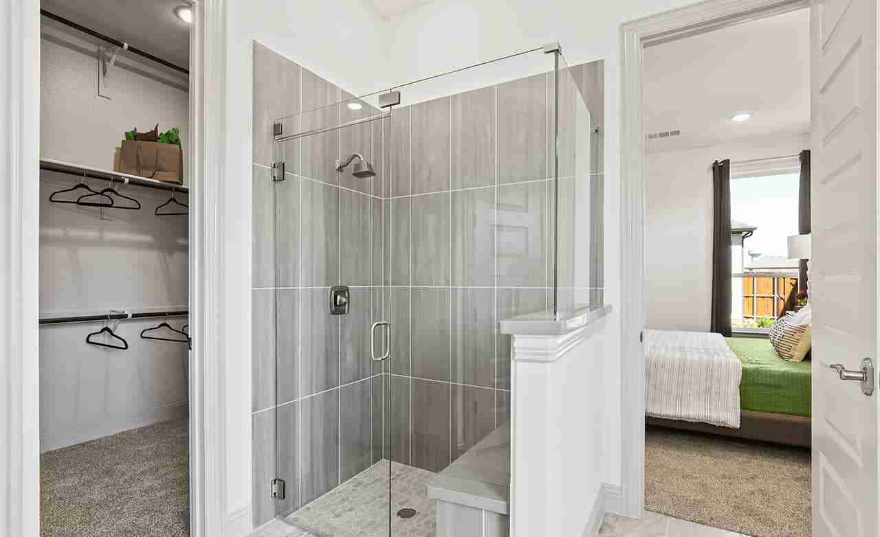Albany – Owner's Bathroom